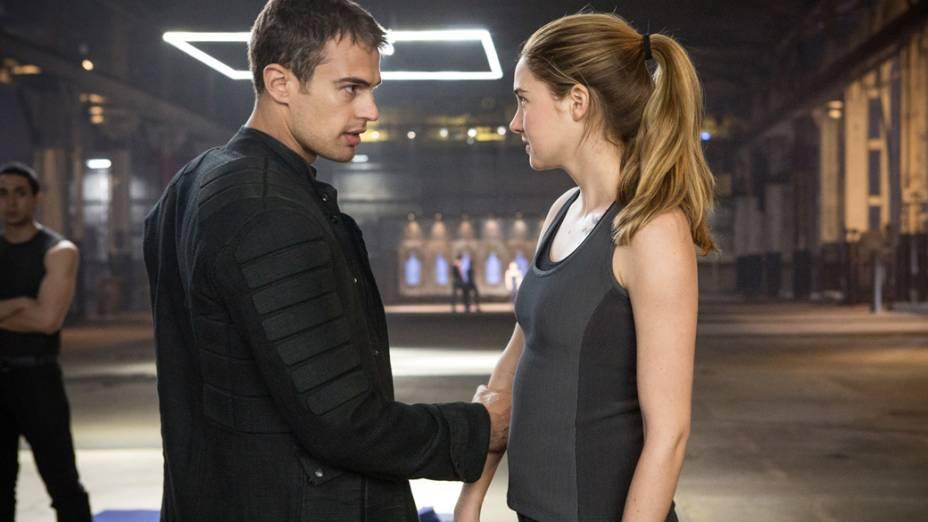 A atriz Shailene Woodley e o ator Theo James no filme Divergente