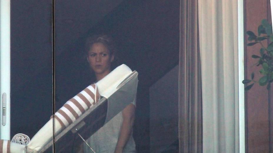 Shakira na sacada do Hotel Fasano, em Ipanema, no Rio