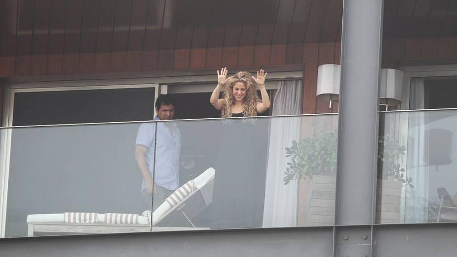 Shakira na Sacada do Hotel Fazano