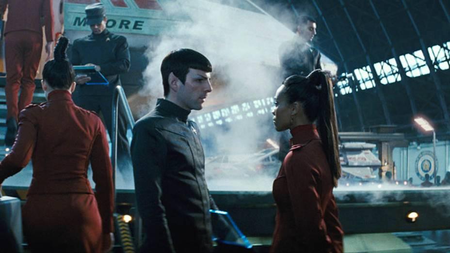 Spock (Zachary Quinto) e Uhura (Zoe Saldana) em Star Trek