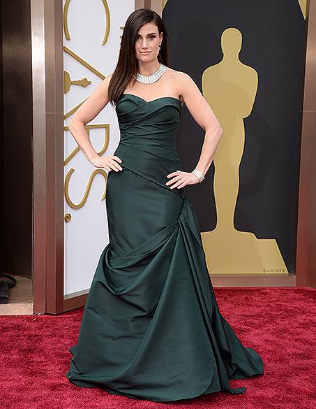 Idina Menzel na chegada para a cerimônia do Oscar 2014