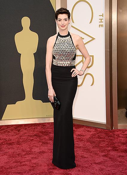 Anne Hathaway na chegada para a cerimônia do Oscar 2014