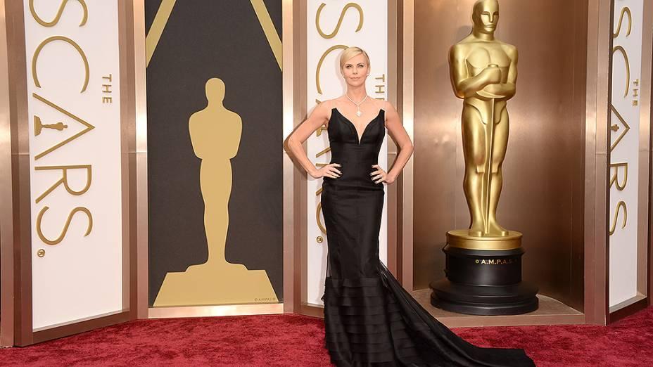 Charlize Theron na chegada para a cerimônia do Oscar 2014