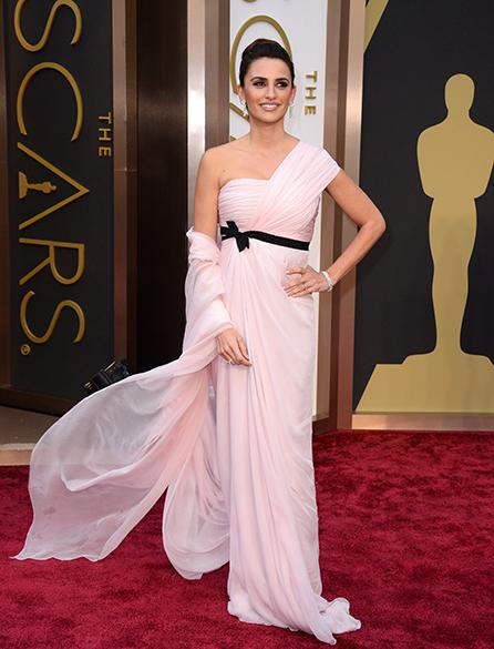 Penelope Cruz no tapete vermelho do Oscar 2014