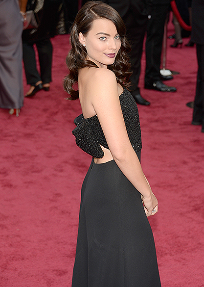 Margot Robbie no tapete vermelho do Oscar 2014