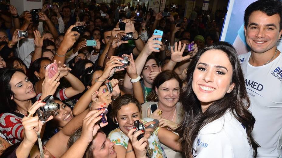 Tatá Werneck e Anderson Di Rizzi causam tumulto em feira Beauty Fear em São Paulo