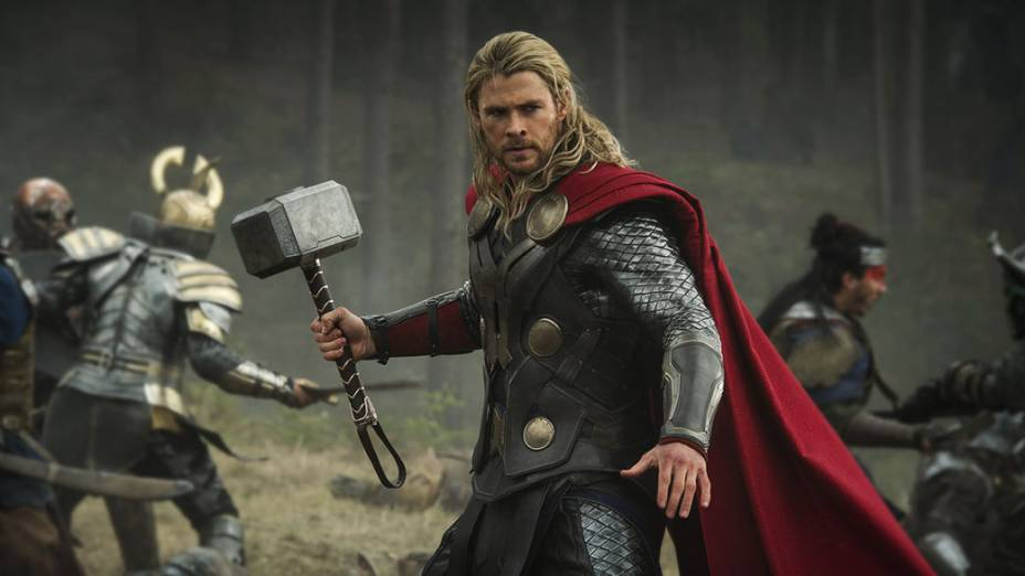 O ator Chris Hemsworth em cena do filme Thor: O Mundo Sombrio