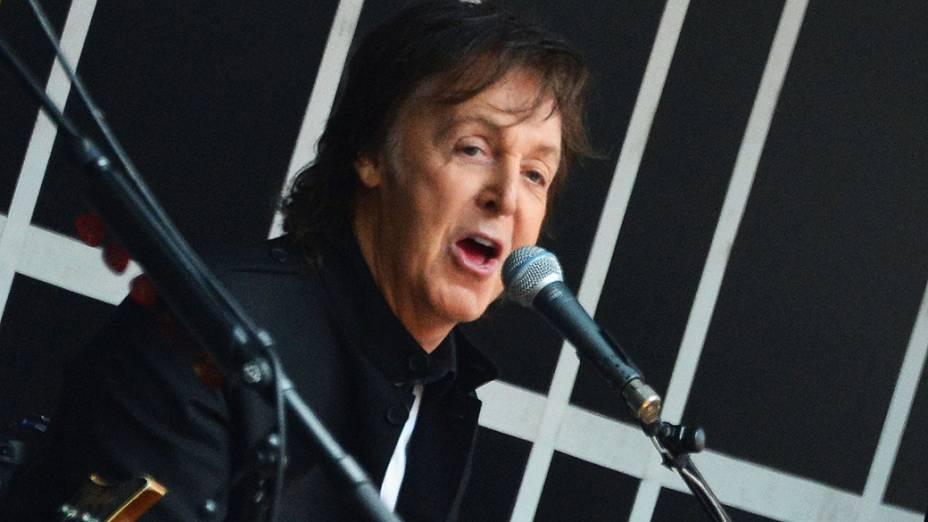 Paul McCartney surpreende com show gratuito na Times Square