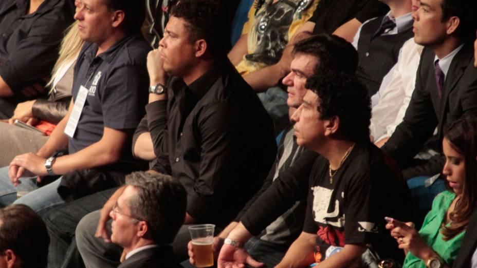 Ronaldo e o presidente do Corinthians, Andres Sanchez, assistem o UFC no Rio de Janeiro