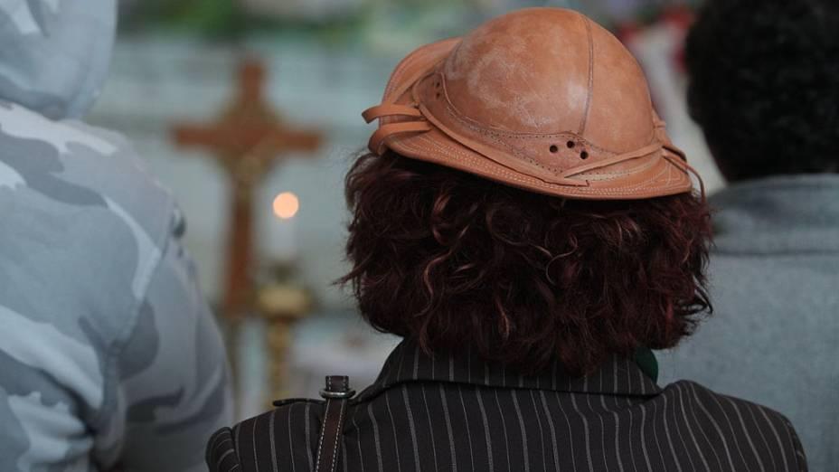 Fãs usam chapéus tipícos no velório do cantor e compositor Dominguinhos, na Assembleia Legislativa de São Paulo