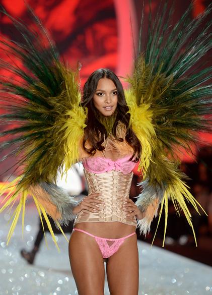 Lais Ribeiro desfila durante o Victorias Secret Fashion Show 2013, no Lexington Avenue Armory, em Nova York