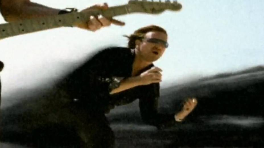 Cena do videoclipe Vertigo, do U2