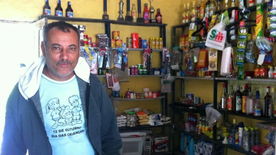 """Cesar da Cruz, dono de um bar em Guaratiba: """"Foi a maior decepção a mudança do lugar da missa"""""""