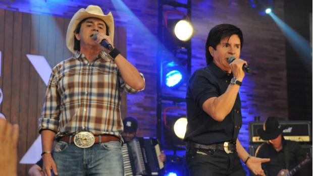 Chitãozinho e Xororó condenados a pagar R$ 1,1 milhão a ex-guitarrista