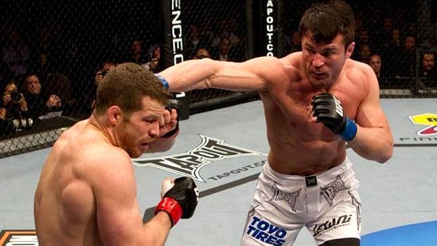 Chael Sonnen (à dir.) venceu Nate Marquardt no UFC 109