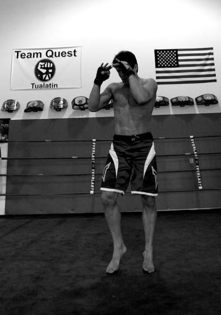Chael Sonnen treina para a luta contra Anderson Silva, no UFC 148