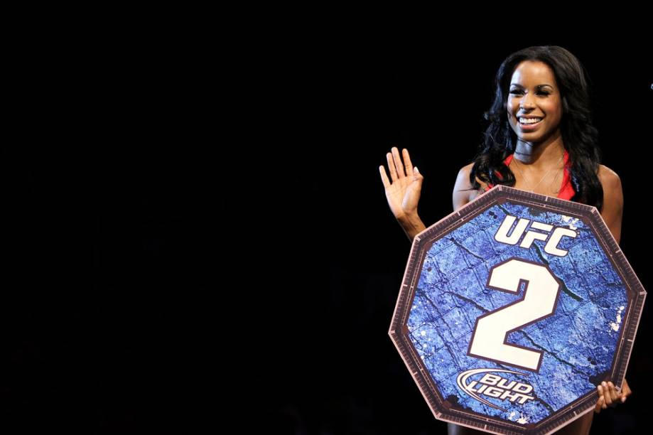 A ring girl Chandella Powell no UFC Rio 2012