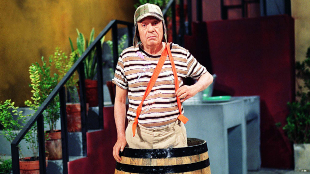 Roberto Gomez Bolaños no humorísitco Chaves, há mais de 20 anos no SBT. Não se sabe se Chaves é tosco de propósito, mas o humor funciona