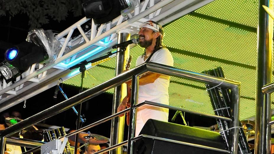 Show de Bell Marques do Chiclete com Banana inaugurou o circuito Osmar. Vocalista se apresentou nesta quinta-feira sem as cordas que separam os foliões dos blocos da chamada pipoca