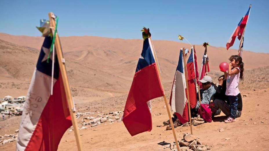Familiares que estão acompanhando o resgate dos 33 mineiros na mina San José, Chile - 11/10/2010
