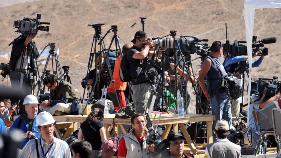 Imprensa na mina San José no dia do resgate dos 33 mineiros, Chile