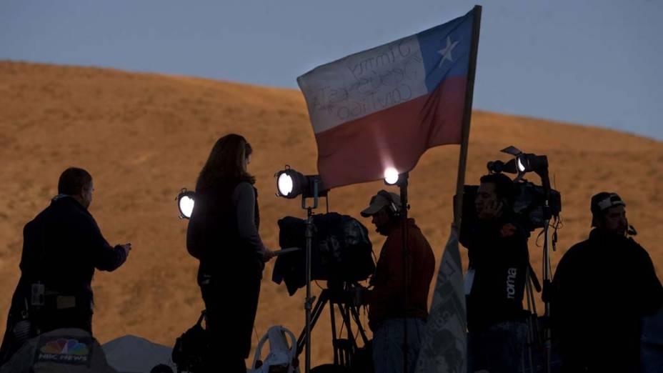 Imprensa na mina San José para acompanhar o resgate dos 33 mineiros, Chile