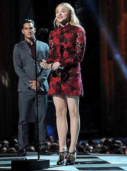 A atriz Chloë Grace Moretz ficou na décima posição. Na imagem, ela aparece com um vestido da marca Valentino durante o prêmio Young Hollywood, em julho