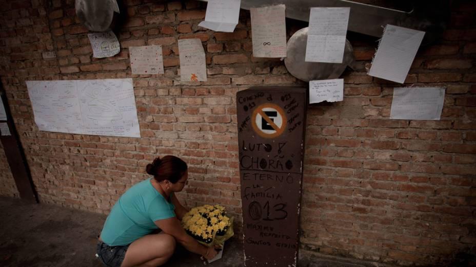 Homenagens em frente ao Chorão Skate Park, em Santos