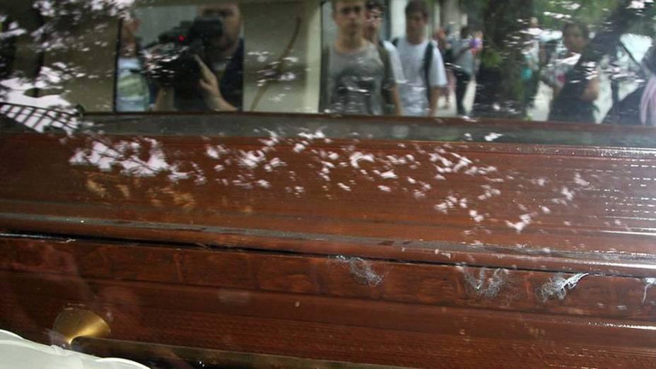 Corpo de Chorão deixa IML em Pinheiros, São Paulo