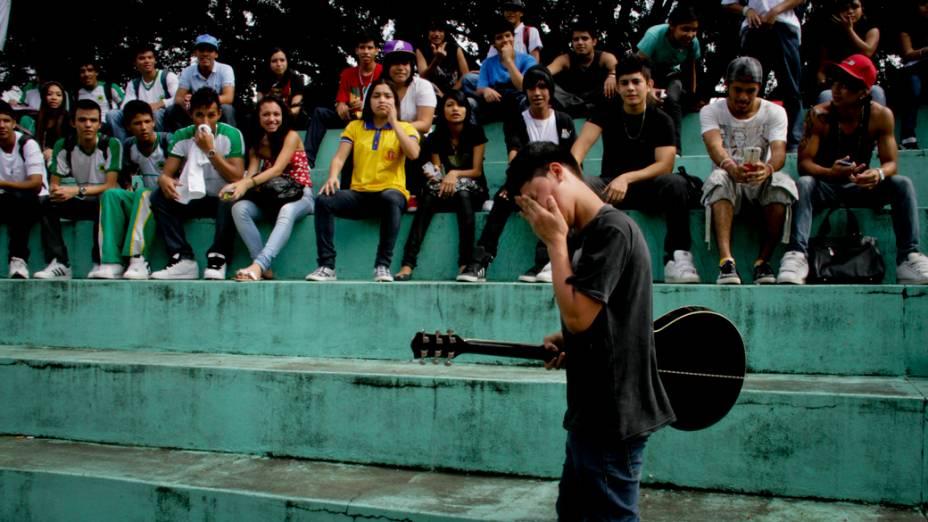 Cerca de 500 jovens se reúniram no Parque dos Bilhares, em Manaus, para homenagear o cantor Chorão