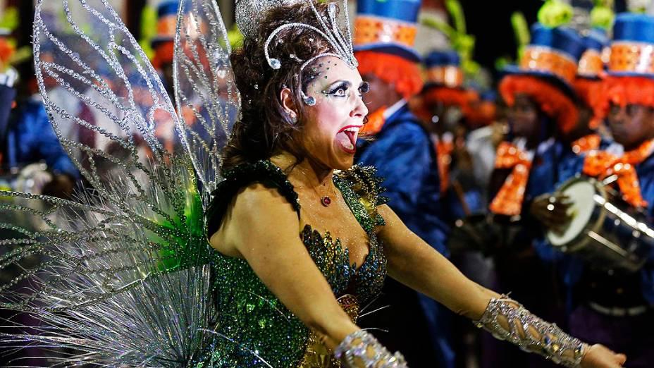 A atriz Christiane Torloni durante desfile da escola de samba Acadêmicos do Grande Rio, neste domingo (02