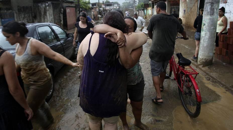 Inundações em Duque de Caxias deixaram parte da população sem casa