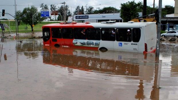 Chuva causa transtornos em Belo Horizonte