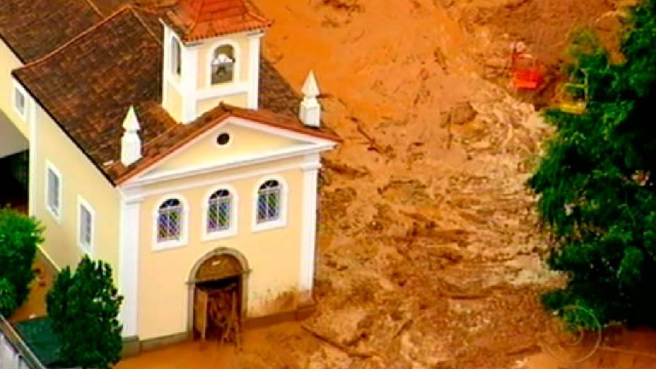 As fortes chuvas que cairam nesta madrugada, em Nova Friburgo, Região Serrana do Rio, provocaram deslizamentos, mortes e deixando centenas de moradores desabrigados