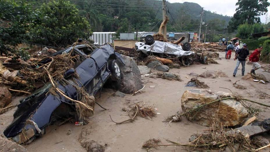 Destroços deixados pelos deslizamentos de terra em Teresópolis, Rio de Janeiro - 13/01/2011