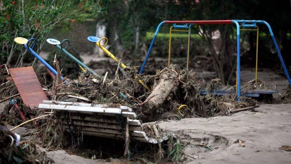 Parque infantil depois das chuvas e deslizamentos em Teresópolis, Rio de Janeiro - 13/01/2011