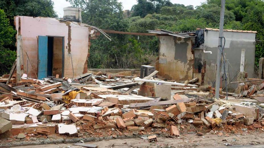 Chuva causa estragos na cidade de Florestal, Minas Gerais