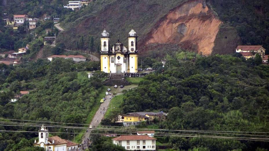 Em Ouro Preto, deslizamento de terra que causou a quinta vítima das fortes chuvas que atingem Minas Gerais