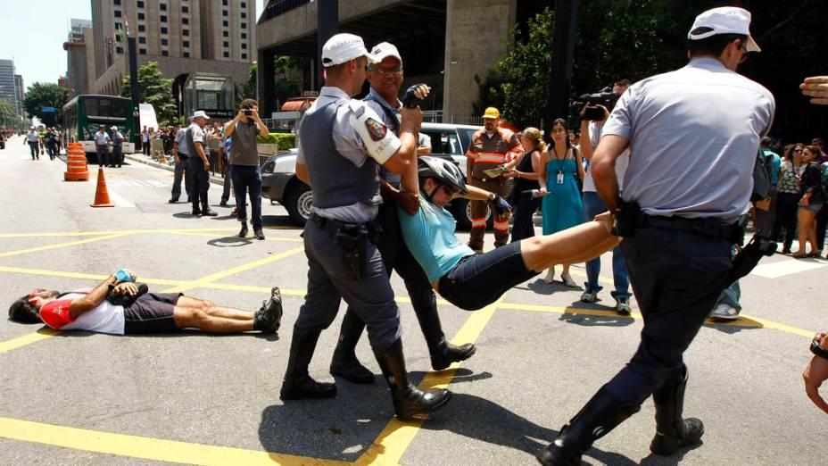 Protesto contra morte de uma ciclista, na Avenida Paulista