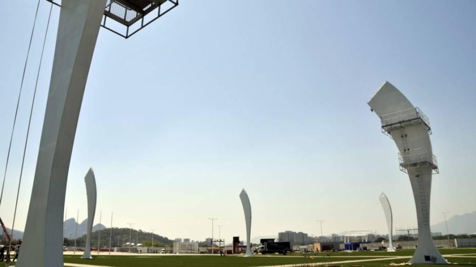 As torres no gramado da Cidade do Rock: visual futurista
