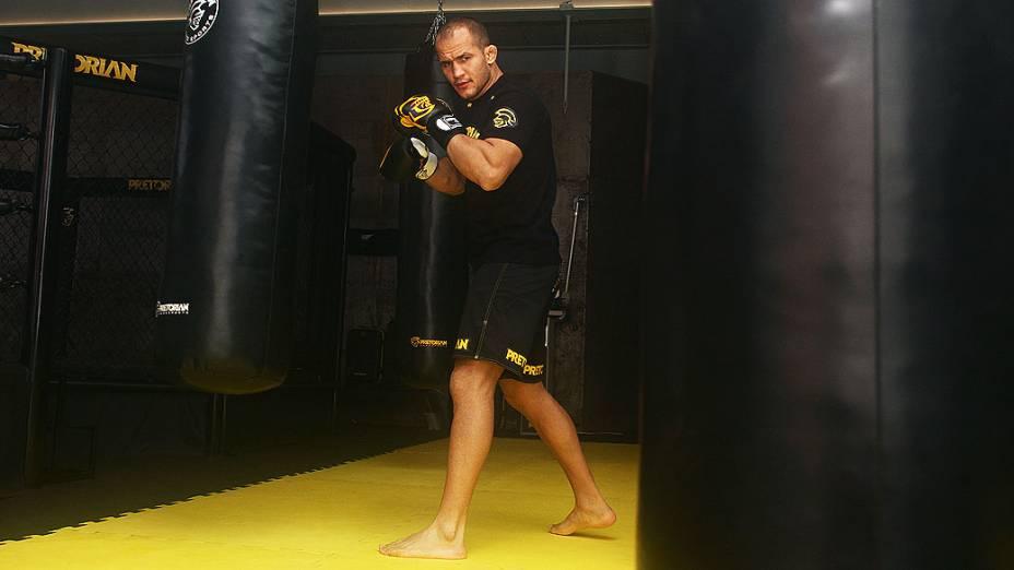 Júnior Cigano, campeão peso-pesado do UFC, treina com repórter do site de VEJA em academia de São Paulo