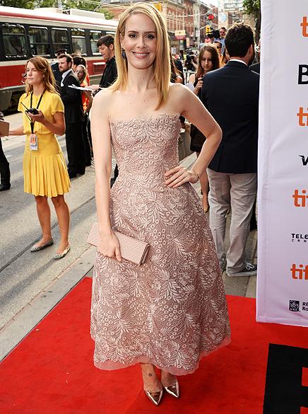 Sarah Paulson chega para a exibição do filme 12 Years a Slave no 38º Festival Internacional de Cinema de Toronto
