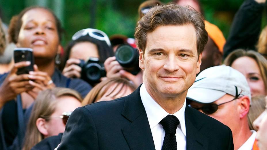 Colin Firth chega para a exibição do filme Railway Man no 38º Festival Internacional de Cinema de Toronto