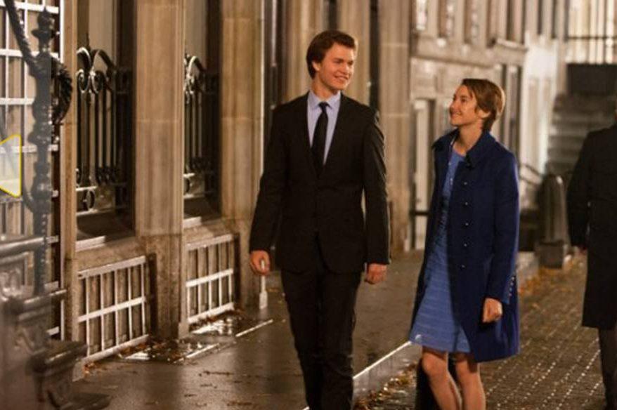 Shailene Woodley e Ansel Elgort no filme A Culpa É das Estrelas