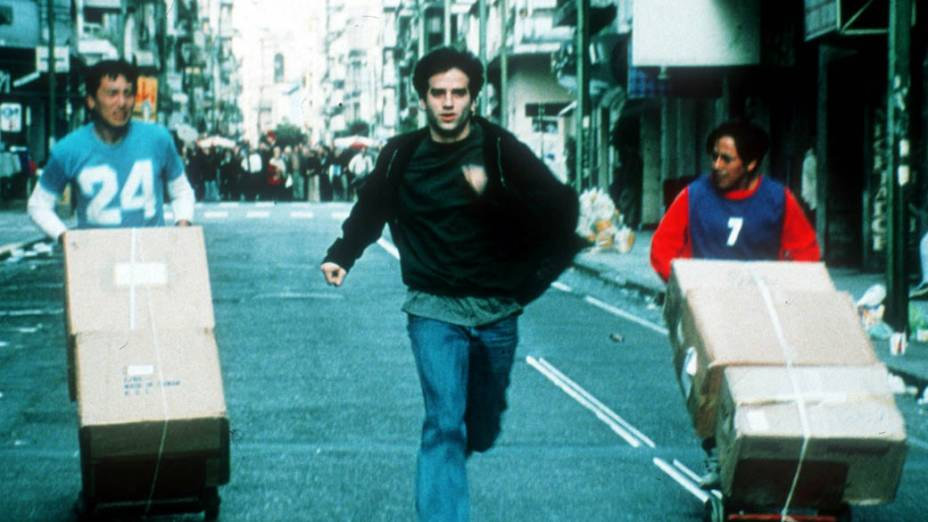 O Abraço Partido (2004), também com Daniel Hendler na pele de um personagem chamado Ariel, assim como em As Leis da Família, é outro longa sobre a relação entre pai e filho