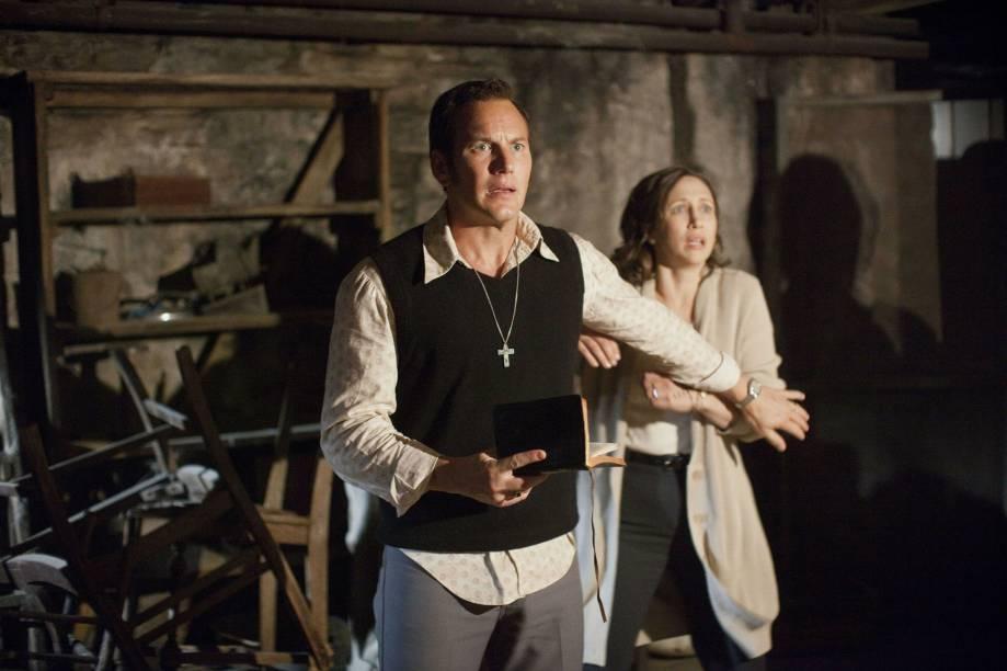 O casal Ed e Lorraine Warren (Patrick Wilson e Vera Farmiga) em cena do filme Invocação do Mal