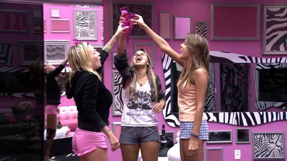 Clara, Vanessa e Angela brindam à final do BBB14
