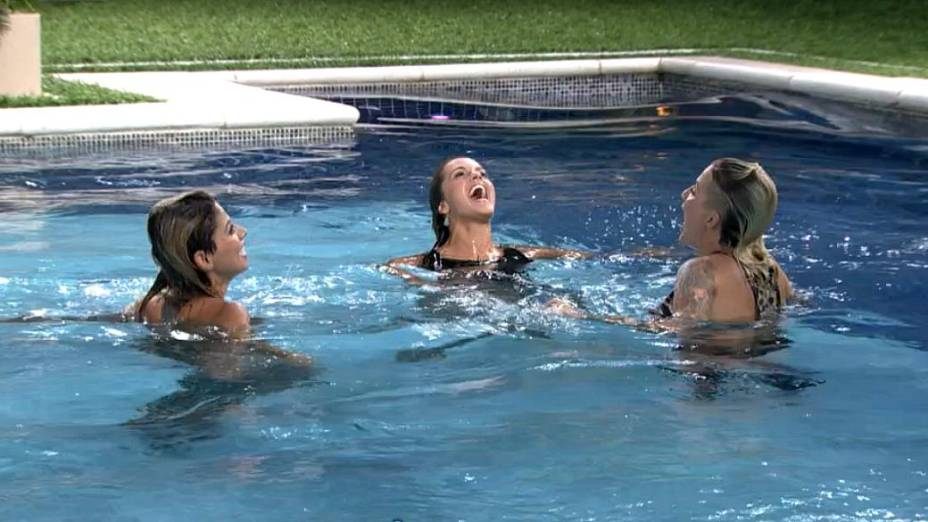 Clara, Vanessa e Angela comemoram chegada à final do BBB14