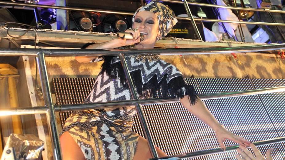 Claudia Leitte durante apresentação em Salvador, em 17/02/2012