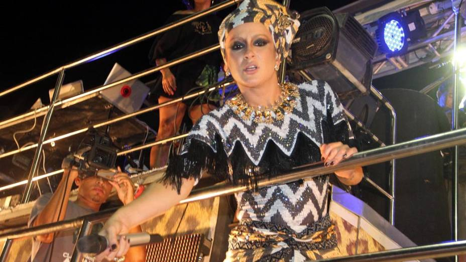 <br><br>  <br>    Claudia Leitte durante apresentação em Salvador, em 17/02/2012